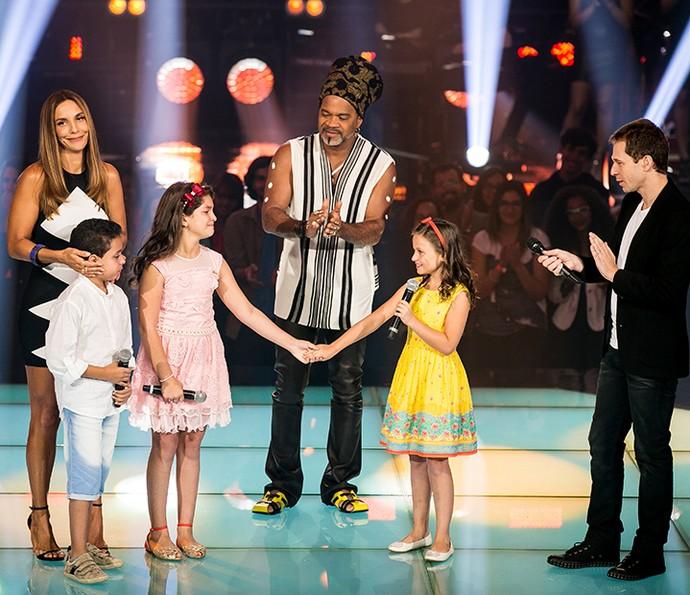 Igor Silveira, Kaliny Rodrigues e Rafa Gomes na primeira Batalha do The Voice Kids com Ivete Sangalo, Carlinhos Brown e Tiago Leifert (Foto: Isabella Pinheiro/Gshow)