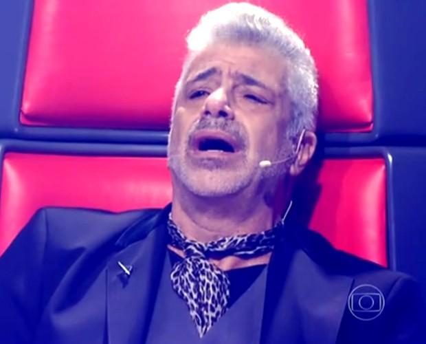 Lulu Santos se emociona na batalha entre Deena Love e Lui Medeiros (Foto: The Voice Brasil / Tv Globo)