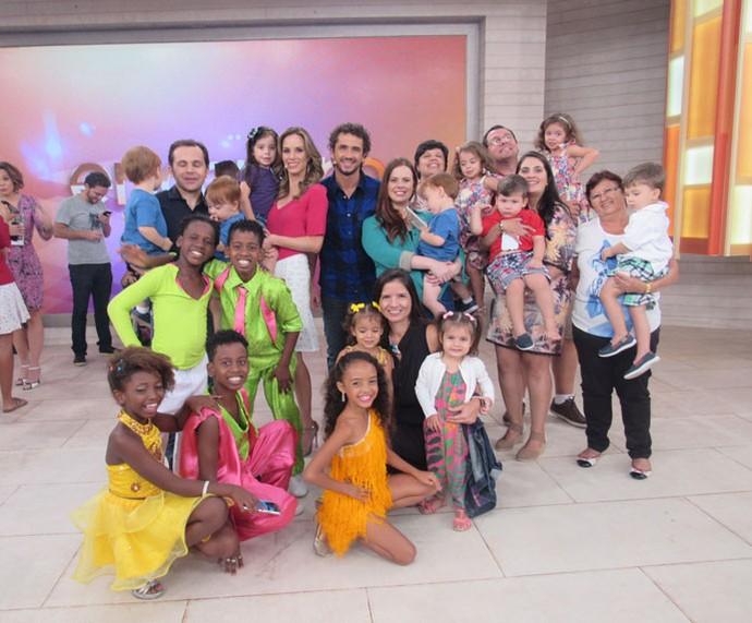 Convidados com os apresentadores  (Foto: Priscilla Massena/Gshow)