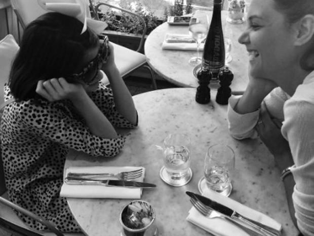 Suri Cruise e Katie Holmes (Foto: Reprodução/Instagram)