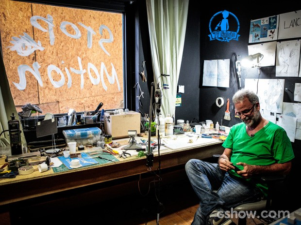 O diretor de animação Cesar Coelho no estúdio de stop motion (Foto: Pedro Curi/TV Globo)