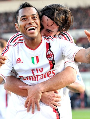 Robinho comemora gol do Milan contra o Catania (Foto: AP)