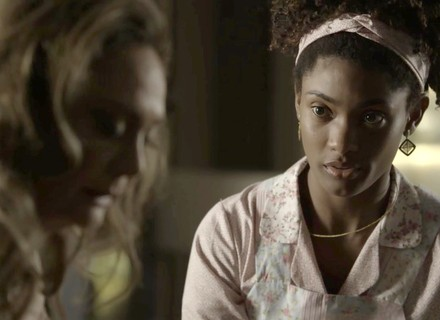 Nádia chama atenção de Raquel em 'O Outro Lado do Paraíso'