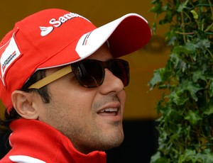 Felipe Massa no paddock de Silverstone, palco do GP da Inglaterra (Foto: AFP)