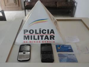 Cartões de crédito de duas vítimas foram recuperados (Foto: Divulgação/Polícia Militar)