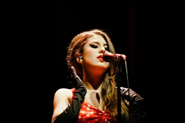 Bruna em projeto de tributo à cantora Amy Winehouse (Foto: Michele Monteiro/Divulgação)