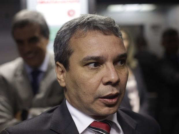 01/03/2016 - Wellington César Lima e Silva fala com jornalistas em Brasília (Foto: Eraldo Peres/AP)
