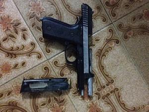 Pistola ponto 40 foi encontrada com suspeito de matar PM em Recife (Foto: Divulgação/Polícia Civil)