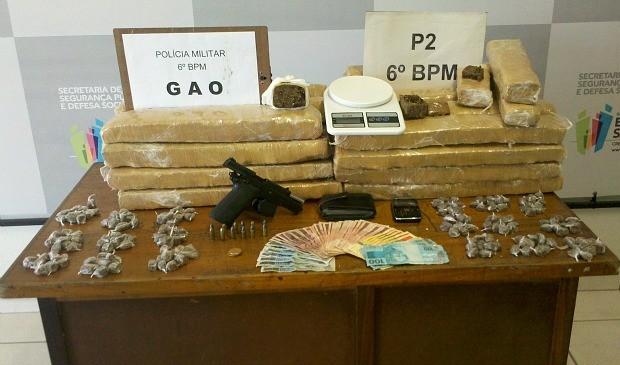 Polícia encontra drogas do Paraguai embaixo de cama de jovem no espírito santo (Foto: Eliana Gorritti/ Do G1 ES)