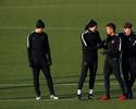 Arsenal e PSG disputam liderança, e Atlético luta contra maldição dos 100%