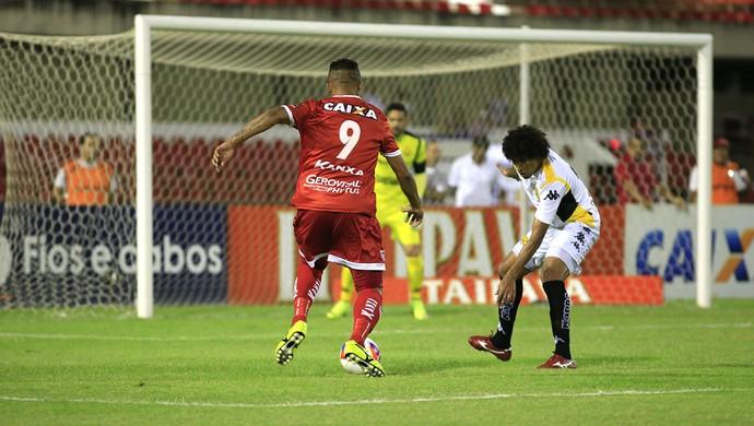 Zé Carlos foi um dos destaques da partida (Foto: Ailton Cruz/ Gazeta de Alagoas)