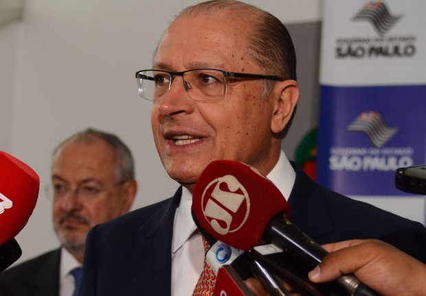 O governador de São Paulo, Geraldo Alckmin anuncia a convocação de mais de 20 mil professores (Foto: Rovena Rosa/Agência Brasil)