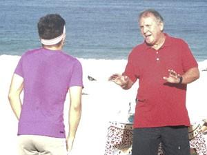 Craque! Zico grava participação em seriado em praia na Zona Sul do Rio (Foto: Louco Por Elas / TV Globo)