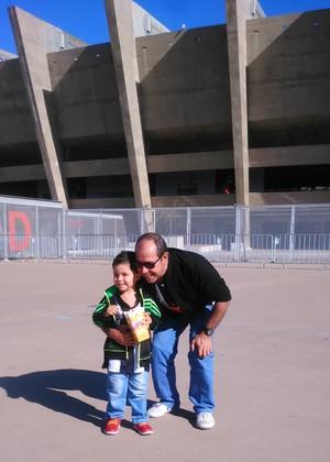 Torcedor do Atlético-MG, Paulo Henrique Vilela, e seu filho, Gabriel, no jogo Atlético-MG x Joinville (Foto: Arquivo pessoal)