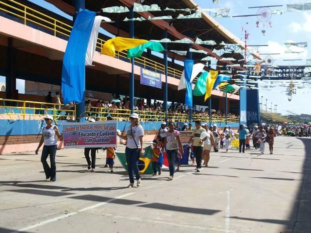 Desfile reuniu escolas dos bairros de Belém. (Foto: Thais Rezende/ G1)