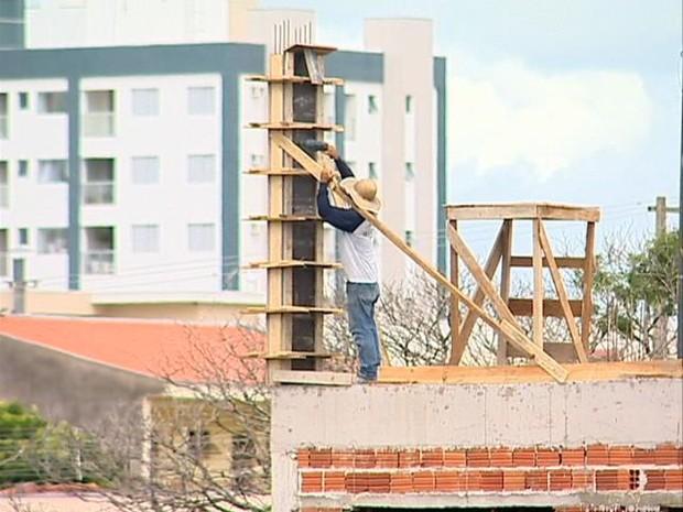 Construção civil fechou julho com saldo negativo de 53 empregos em Presidente Prudente (Foto: Reprodução/TV Fronteira)