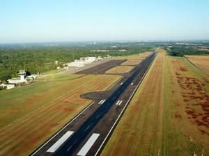 Infraero suspende voos matinais do aeroporto de Foz do Iguaçu, no PR (Foto: : Fabiula Wurmeister/G1)