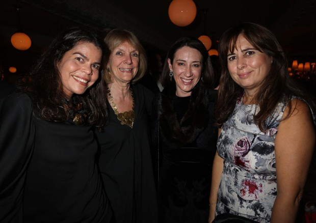 A diretora de redação da Vogue Brasil Daniela Falcão, com Anna-Harvey, Edwina McCann, da Vogue australiana, e Alexandra Shulman, da Vogue britânica (Foto: Divulgação)