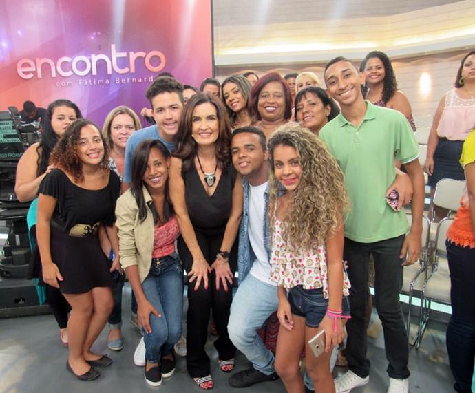 Depois do programa, Fátima tira foto com a plateia  (Foto: Carolina Morgado/Gshow)