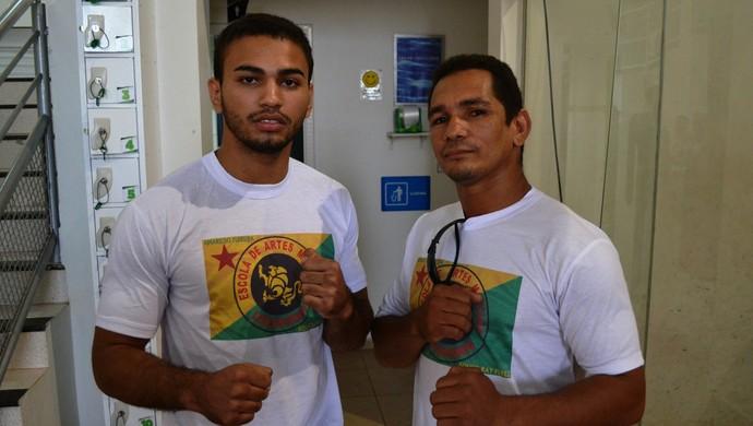 Jardel da Silva e seu treinador Amarildo Ferreira, durante a pesagem do 3º Amazon Combat, em Rio Branco (Foto: Duaine Rodrigues)