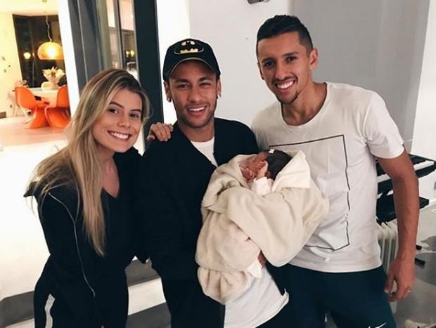 Carol Cabrino, Neymar, com Maria Eduarda no colo, e Marquinhos (Foto: Reprodução/Instagram)