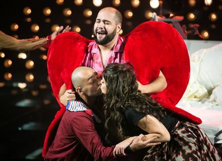 Chay Suede e musical sobre o amor causam furor na web