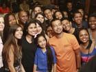 Munik Nunes realiza encontro de fãs em restaurante no Rio