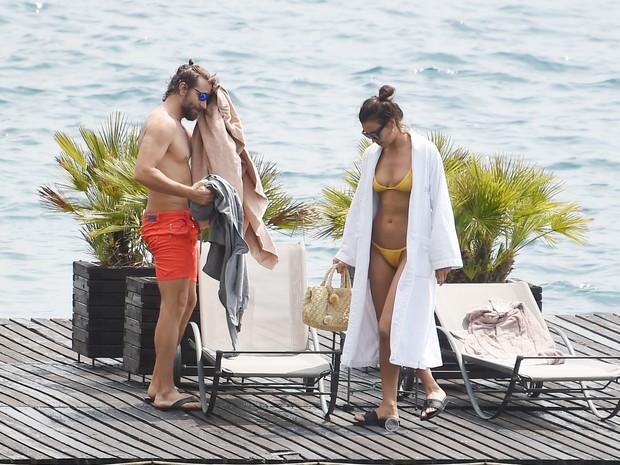 Bradley Cooper e a namorada, Irina Shayk, na Itália (Foto: Grosby Group/ Agência)