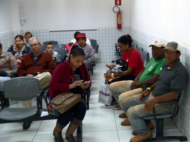 Familiares das vítimas esperavam notícias no hospital (Foto: Reprodução EPTV)