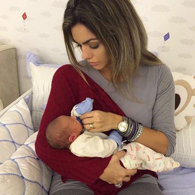 Kelly Key, grávida, posa com Salvatore, filho de Antônia Fontenelle e Jonathan Costa (Foto: Instagram/ Reprodução)
