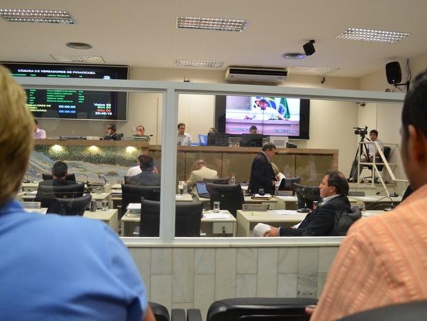 Câmara de Piracicaba instala vidro para separar vereadores do público (Foto: Thomaz Fernandes/G1)