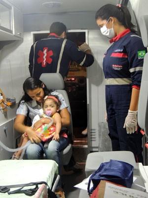 Maria da Conceição e Débora foram para casa, em Parnamirim, de ambulância (Foto: Felipe Gibson/G1)