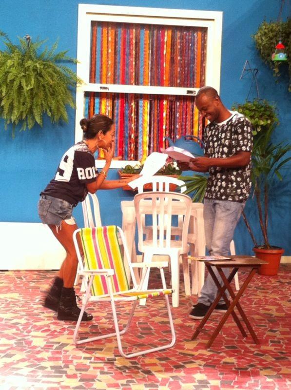 Thiaguinho se diverte com Samantha Schmtz no ensaio do Vai Que Cola (Foto: Divulgao)