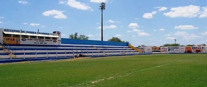 estádio Pereirão, serra talhada (Foto: Tiago Medeiros / GloboEsporte.com)