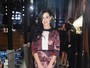 Katy Perry usa look comportado para ir a inaugurao de loja