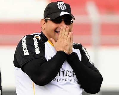 Guto Ferreira técnico Ponte Preta (Foto: Marcos Ribolli)