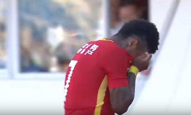 BLOG: Marinho marca seu primeiro gol na China e se emociona na comemoração