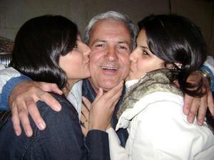 Pedro Gontijo Neto e suas filhas em Divinópolis, MG (Foto: Família Gontijo/Arquivo pessoal)