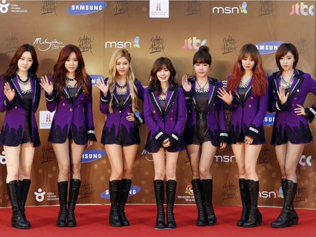 O grupo feminino T-ara no Golden Disk Awards, na Malásia, nesta quarta-feira (16) (Foto: Reuters/Bazuki Muhammad)
