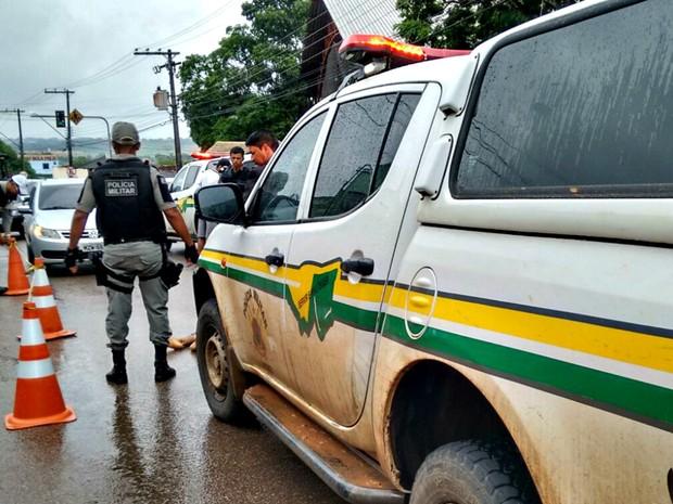 Vítima teria tentado invadir casa da mãe do Mendonça  (Foto: Quésia Melo/ G1)