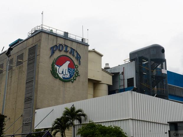 Fábrica da Cerveceria Polar, maior favricante de cervejas da Venezuela (Foto: FEDERICO PARRA / AFP)