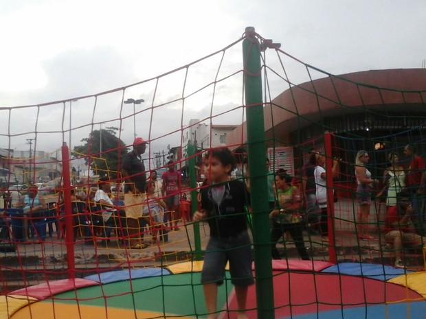 Crianças da comunidade do bairro Anjo da Guarda também participaram do ato realizado na capital (Foto: Alessandra Rodrigues/Mirante AM)