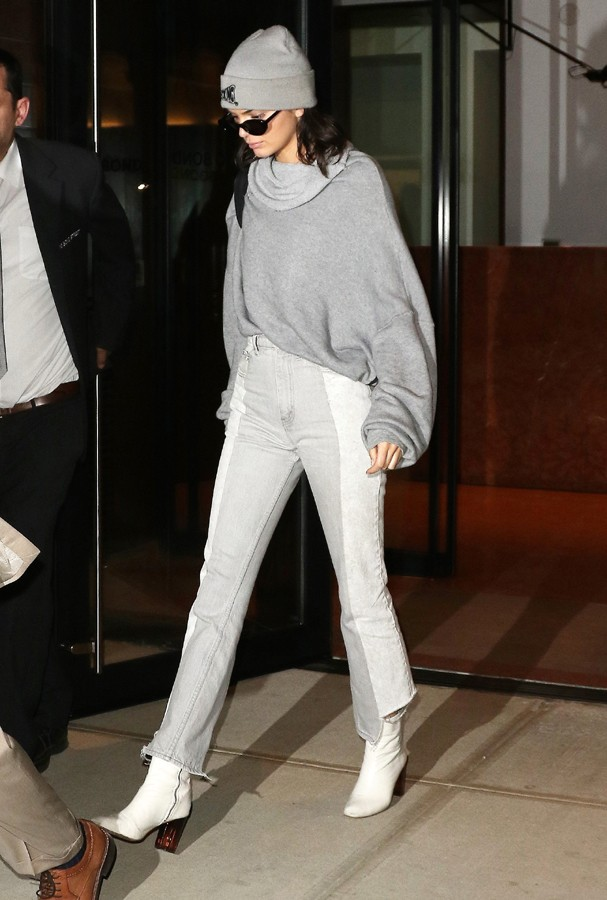 AK_837938 - New York, NY  - Model Kendall Jenner leaves Gigi Hadid's apartment after visiting her for the day.  Kendall wore a beanie on her head to match her sweatshirt.Pictured: Kendall JennerAKM-GSI 3 MAIO 2017 Carolina Fernandes(11)328 (Foto: AKM-GSI)