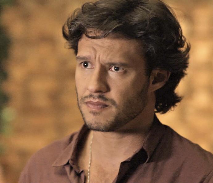 Henrique fica sem graça diante do amigo (Foto: TV Globo)