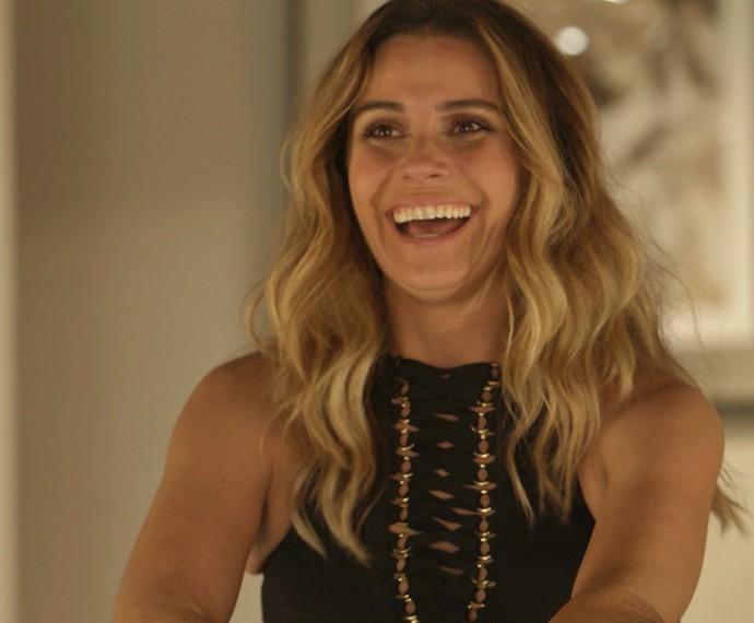 Depois de aproximação proposital de milionária, Atena faz mais uma vítima de seus golpes (Foto: TV Globo)
