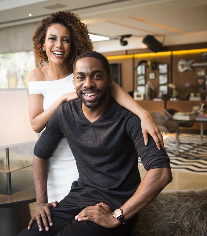 Casal em coletiva de imprensa do seriado (Foto: João Miguel Junior / TV Globo)