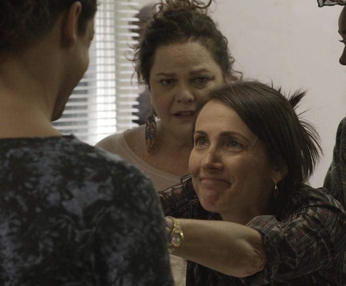 Divanilda pede emprego de faxineira (Foto: TV Globo)