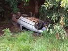 Motorista bate em poste e capota em vicinal que liga Jaú a Potunduva