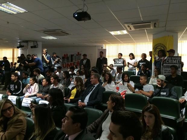 Estudantes protestaram na Alesp durante nomeação de relator da CPI da Merenda (Foto: Paula Paiva Paulo/G1)