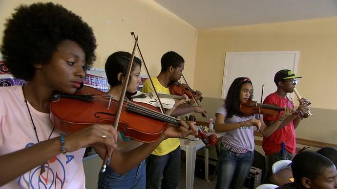 Icima desenvole atividades de arte-educação em bairros de Salvador (Foto: TV Bahia)